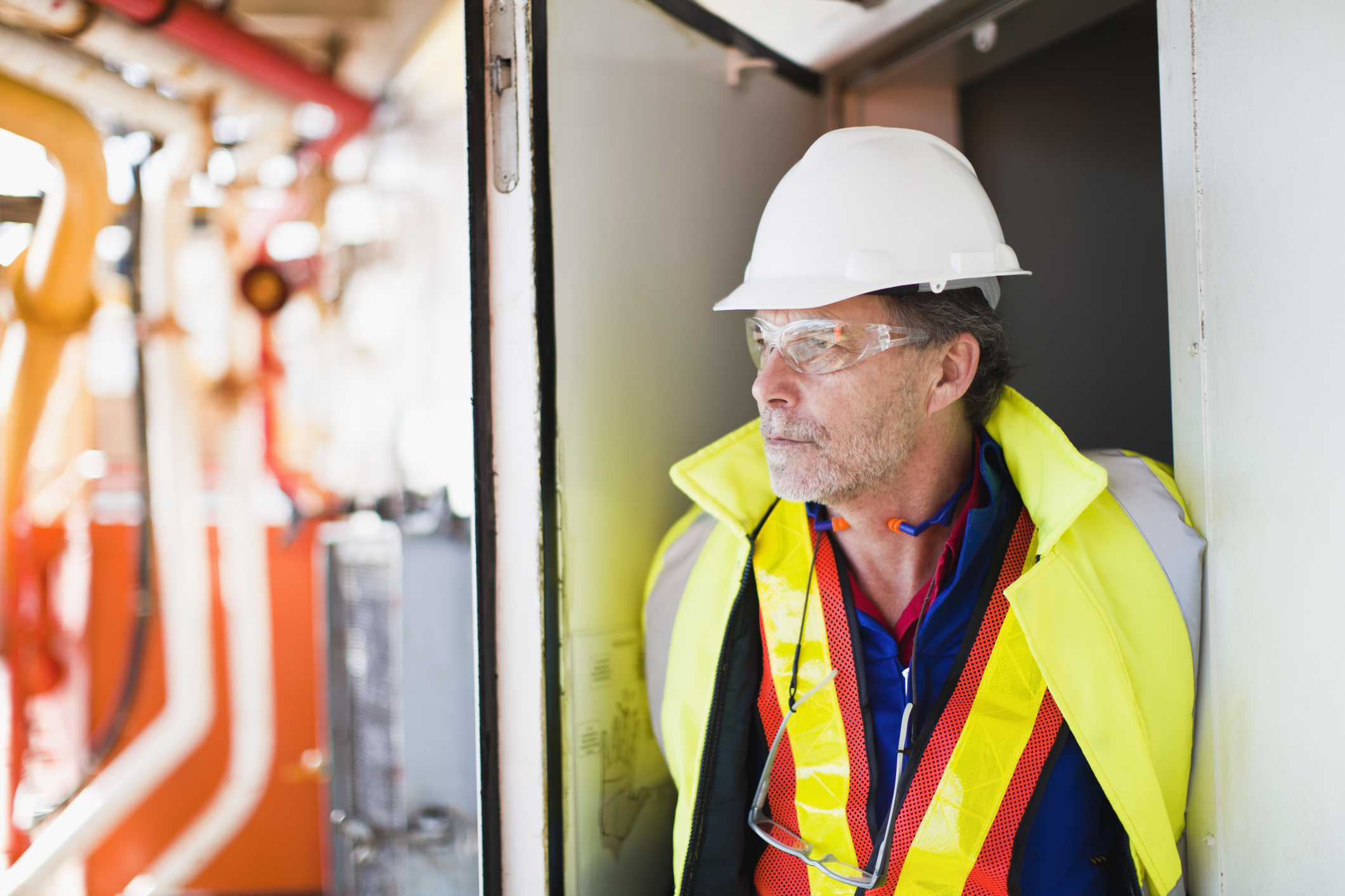Søker elektriker offshore